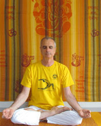 image du professeur de yoga RAVINTSARA YOGA