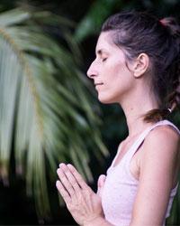 image du professeur de yoga YOGANAHATA