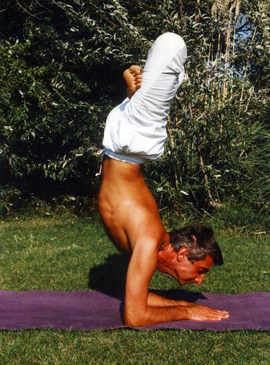 "image du professeur de yoga YOGI- ATMARAM - Yoga Traditionnel Indien "" inde du Nord Rishikesh   """